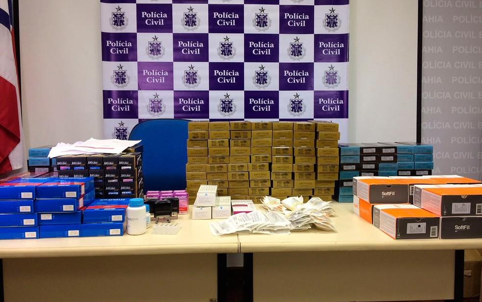 Conforme a polícia, produtos eram comprados com registros de médicos conceituados que foram vítimas do grupo criminoso (Foto: Polícia Civil/ Divulgação)
