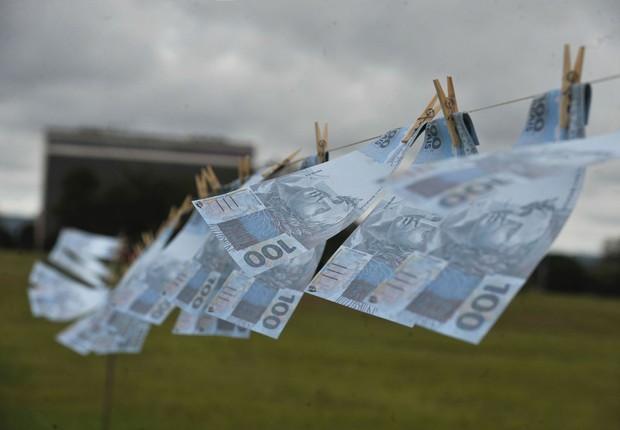 Protesto na Esplanada dos Ministérios contra lavagem de dinheiro (Foto: Marcelo Casal Jr/Agência Brasil)
