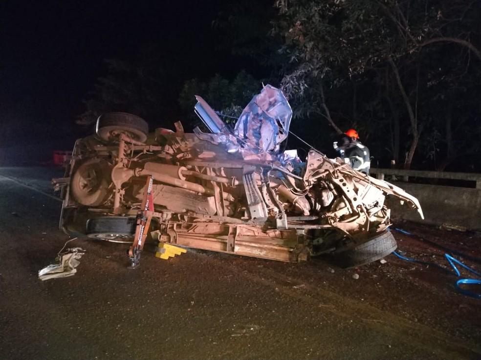 Acidente aconteceu na madrugada desta quarta-feira (4) na Rodovia Comandante João Ribeiro de Barros  — Foto: Arquivo pessoal/Ricardo Pereira Lucas