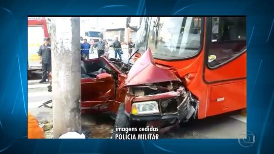 Acidente entre ônibus e carro deixa feridos na Região do Barreiro, em BH