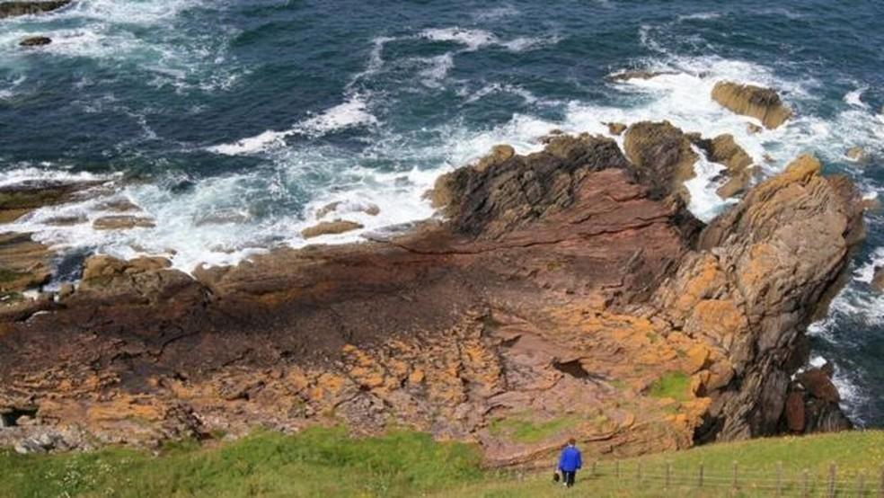 O Ponto Siccar é uma das localidades geológicas mais importantes do mundo - e foi um fazendeiro de 62 anos quem desvendou sua importância  (Foto: John Van Hoesen)