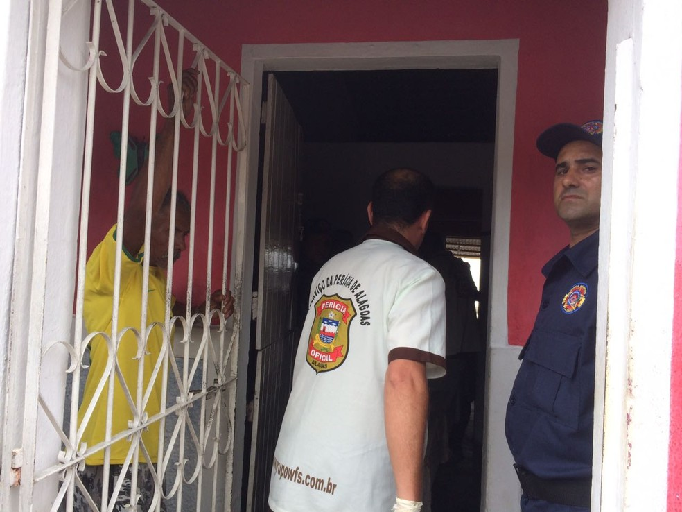 Perícia foi acionada para identificar as circunstâncias da mortes em Cajueiro (Foto: Carolina Sanches/G1)
