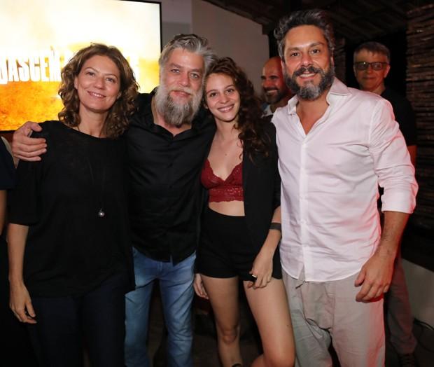 Patrícia Pillar, Fábio Assunção, Lara Tremouroux e Alexandre Nero (Foto: Globo/João Miguel Júnior)