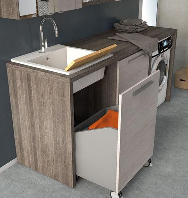 Lavanderia: Compartimentos com rodinhas auxiliam na hora de separar a roupa suja e levá-las a máquina de lavar  (Foto: Pinterest/Reprodução)