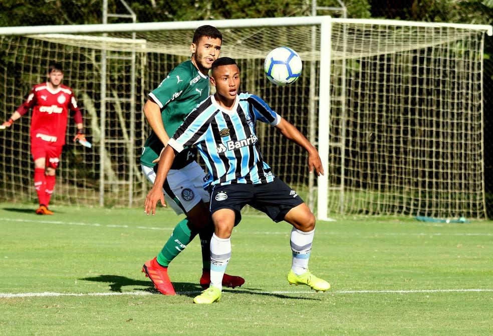 Guilherme Azevedo chamou atenção de Renato — Foto: Rodrigo Fatturi/DVG/Grêmio