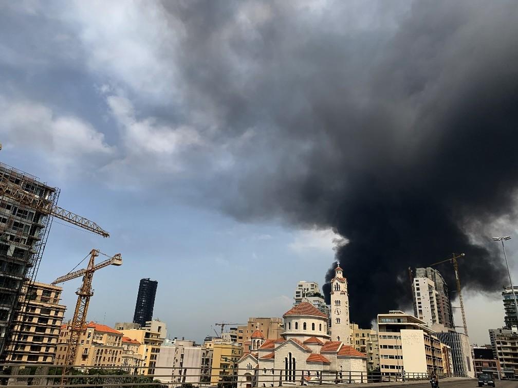 Coluna de fumaça em Beirute, em 10 de setembro de 2020 — Foto: Joseph Eid / AFP