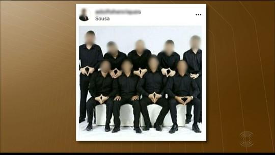 Estudantes postam foto de formatura com gesto obsceno e UFCG abre sindicância