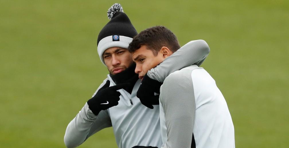 Neymar e Thiago Silva no último treino do PSG antes do duelo (Foto: Reuters)