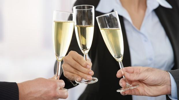 festas; empresa; bebida; comemoração (Foto: ThinkStock)