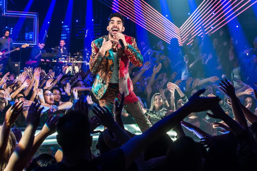 Gabriel Diniz canta em gravação do programa 'Só Toca Top', da TV Globo, no Rio de Janeiro, em julho de 2018 — Foto: Fábio Rocha/TV Globo