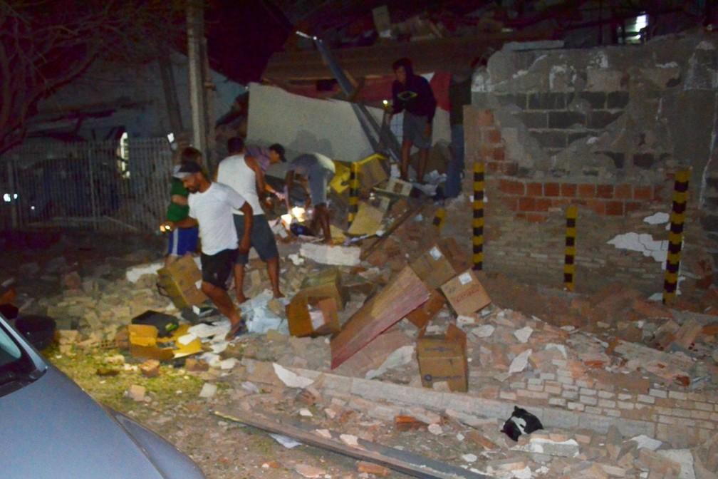 Parte de prédio da empresa de valores Protege ficou destruída (Foto: Arquivo Pessoal)