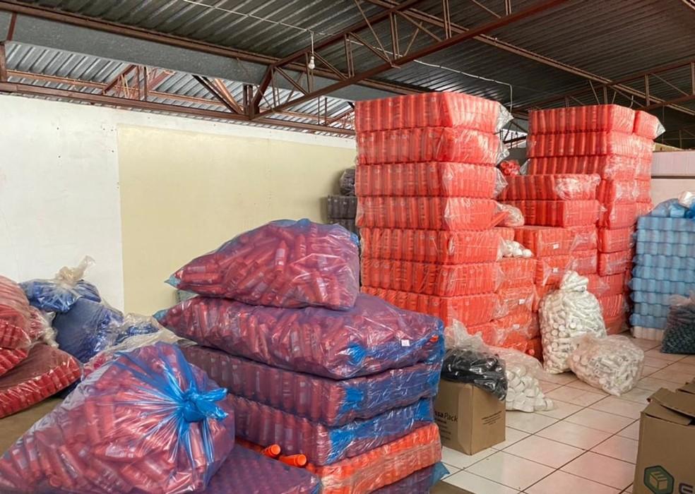 Produtos foram apreendidos após investigação em indústria de Paraguaçu Paulista — Foto: Polícia Civil/Divulgação