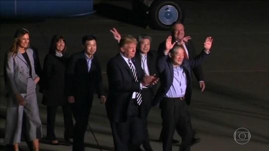 EUA comemoram chegada de americanos presos na Coreia do Norte