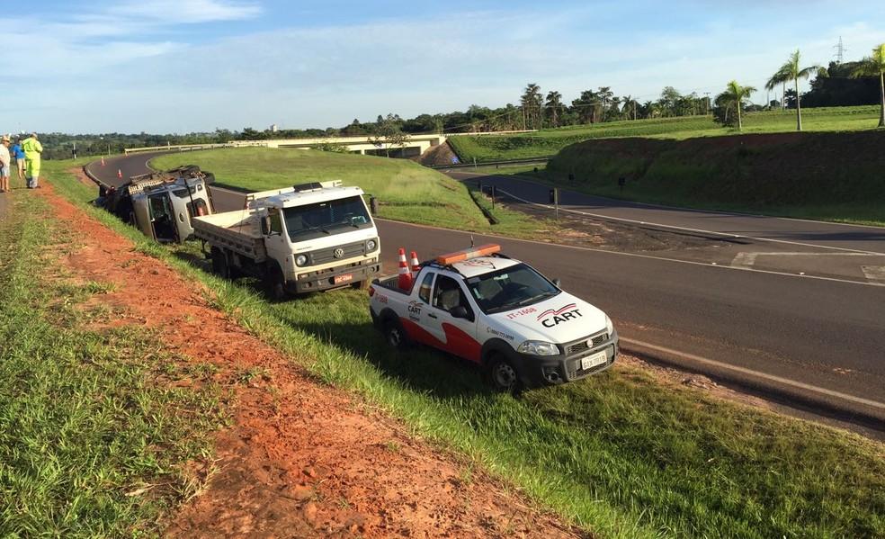 Trânsito no local do acidente não foi prejudicado (Foto: Bruna Bachega/TV Fronteira)