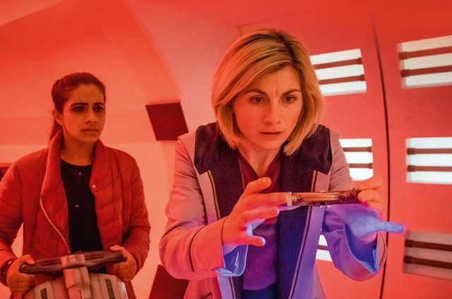 Jodie Whittaker e Mandip Gill em cena de 'Doctor Who' (Foto: Reprodução)