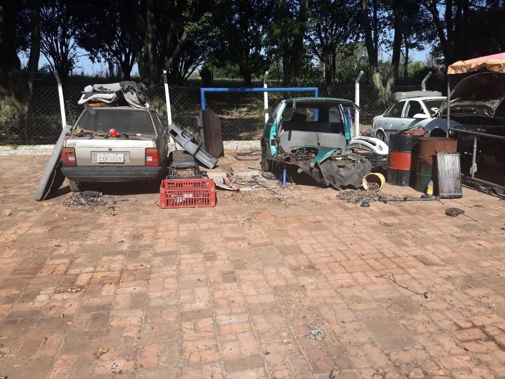 Suposto desmanche clandestino de veículos foi localizado em Limeira — Foto: GCM Limeira/Divulgação
