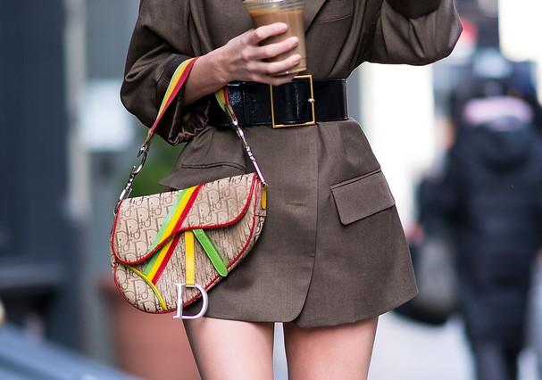 Elsa Hosk e sua Dior Saddle (Foto: Instagram/Reprodução)