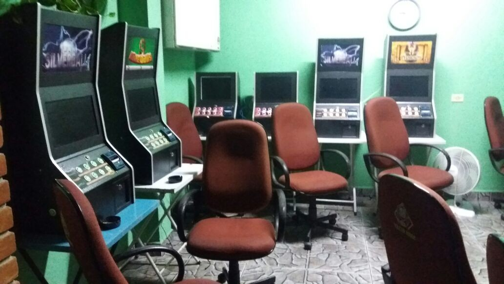 Polícia apreende 12 caça-níqueis em casa clandestina de jogos em Taubaté