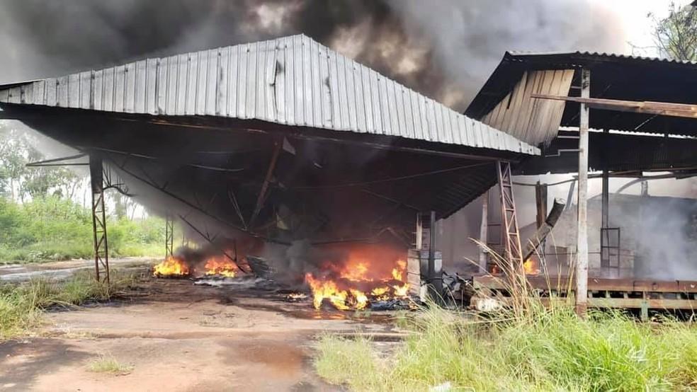 Incêndio atingiu antigo aterro sanitário em Itatinga — Foto: Prefeitura de Itatinga/Divulgação