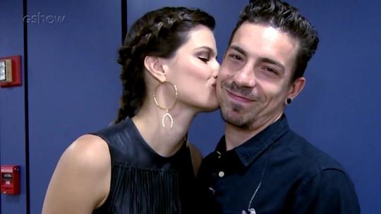 Isabeli Fontana participa de teste romântico, e Di Ferrero revela: 'Cheguei dando beijo nela'