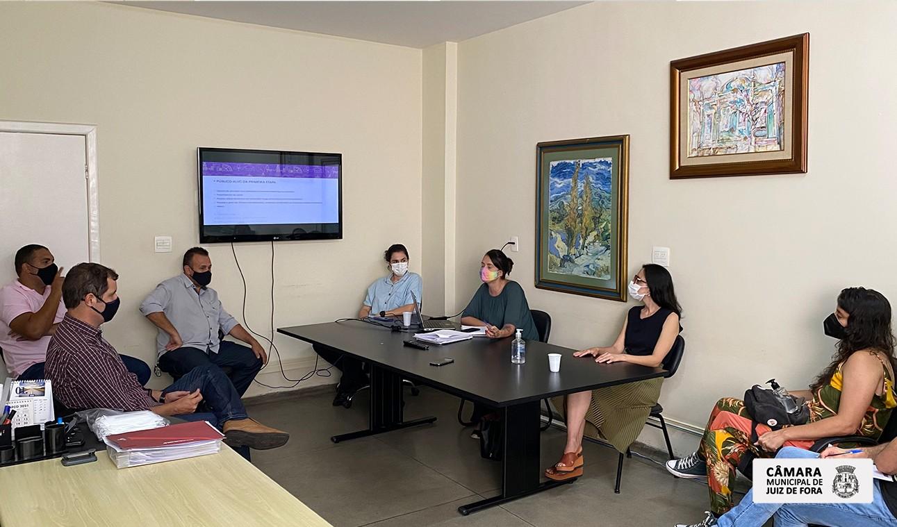 Comissão de Saúde da Câmara pede ampliação dos locais de vacinação contra a Covid-19 em Juiz de Fora