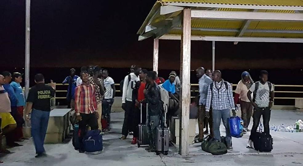 Embarcação com imigrantes do Senegal, Nigéria e Guiana foi resgatada à deriva na Baia de São Marcos no Maranhão. (Foto: Divulgação/Governo do Maranhão)