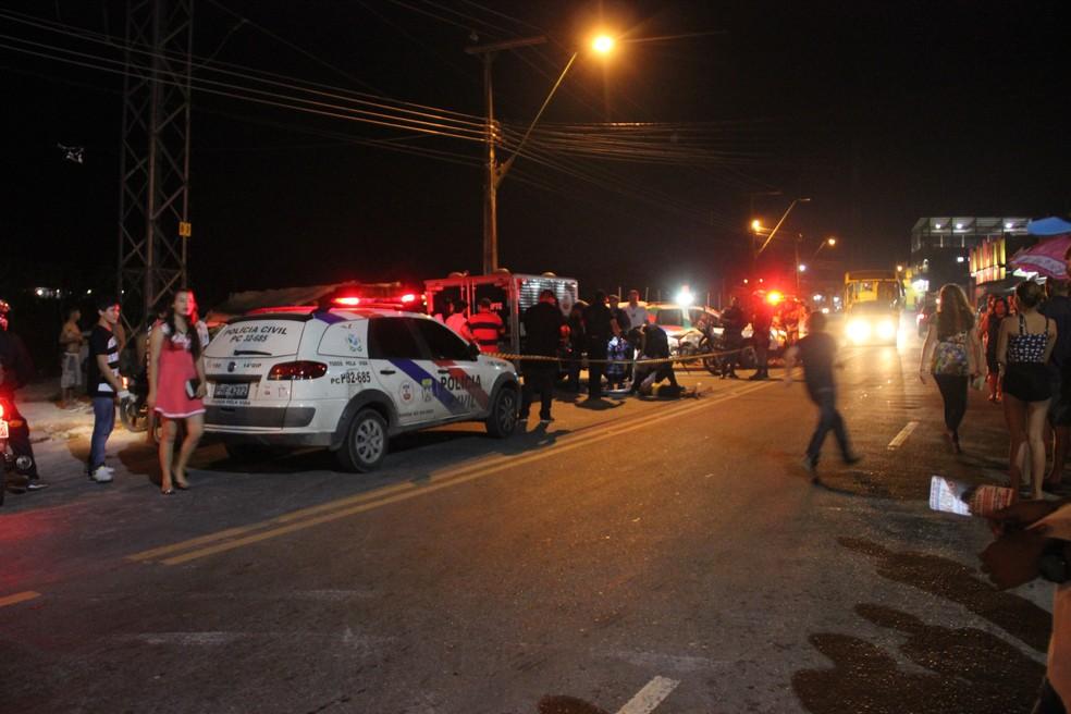 Jovem foi morto com um tiro nas costas (Foto: Suelen Gonçalves/ G1 AM)
