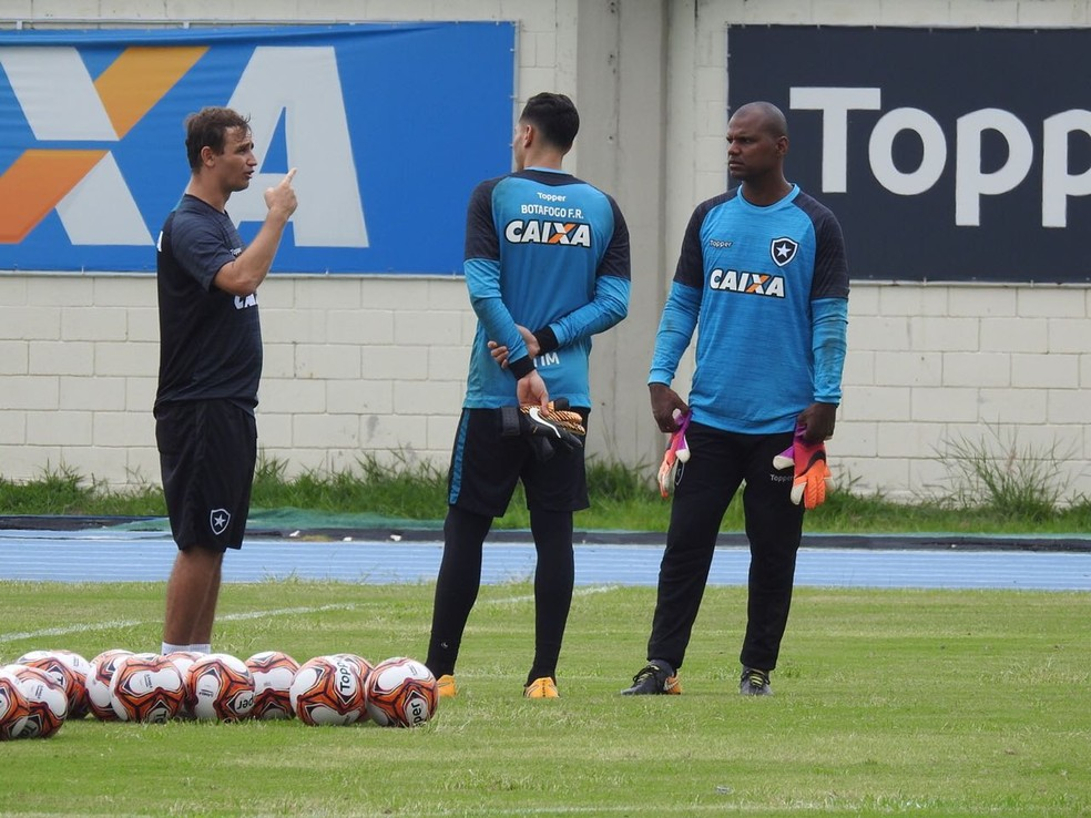 Felipe Conceição bate papo com Gatito e Jefferson (Foto: Fred Gomes/GloboEsporte.com)