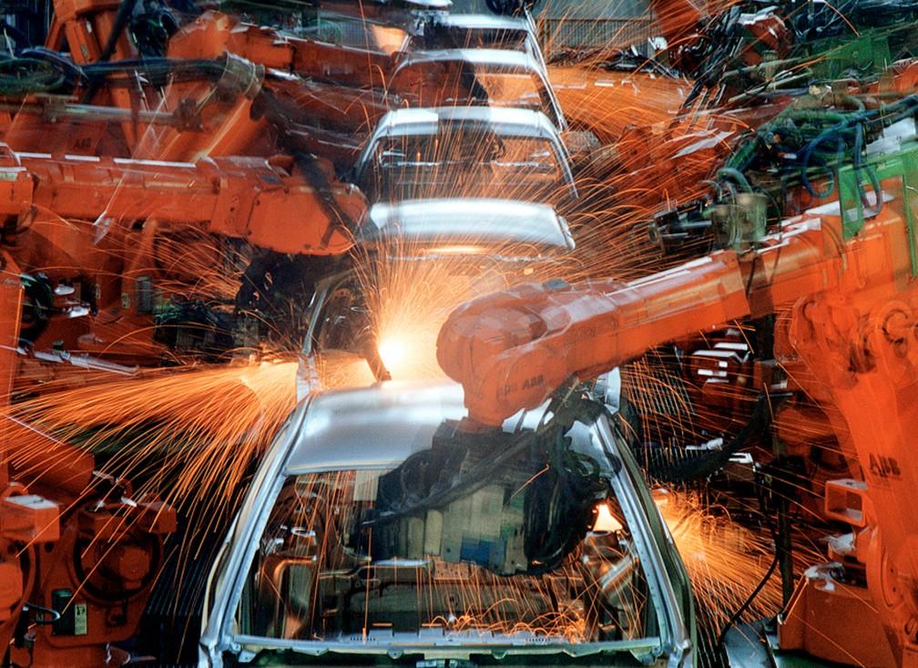 Linha de montagem do Ford KA na Ford Company do Brasil, em São Bernardo do Campo (SP), em junho de 2003 — Foto: Robson Fernandes/Estadão Conteúdo/Arquivo