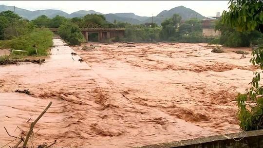 Chuva no ES obriga 80 famílias a abandonarem casas alagadas