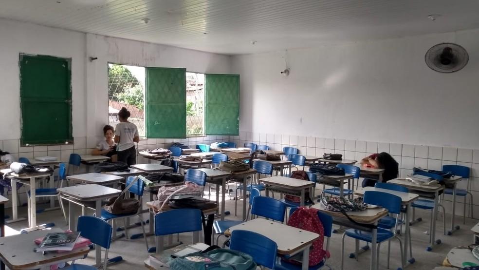 Alunos relatam que sala tem apenas um ventilador de parede — Foto: Arquivo Pessoal/Maria Fernanda