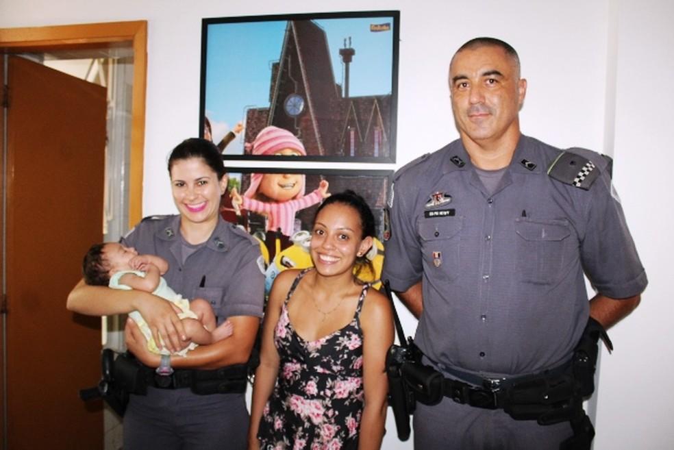 Bebê engasgada é salva por policiais militares em Matão — Foto: Maury Jr./Matão Urgente