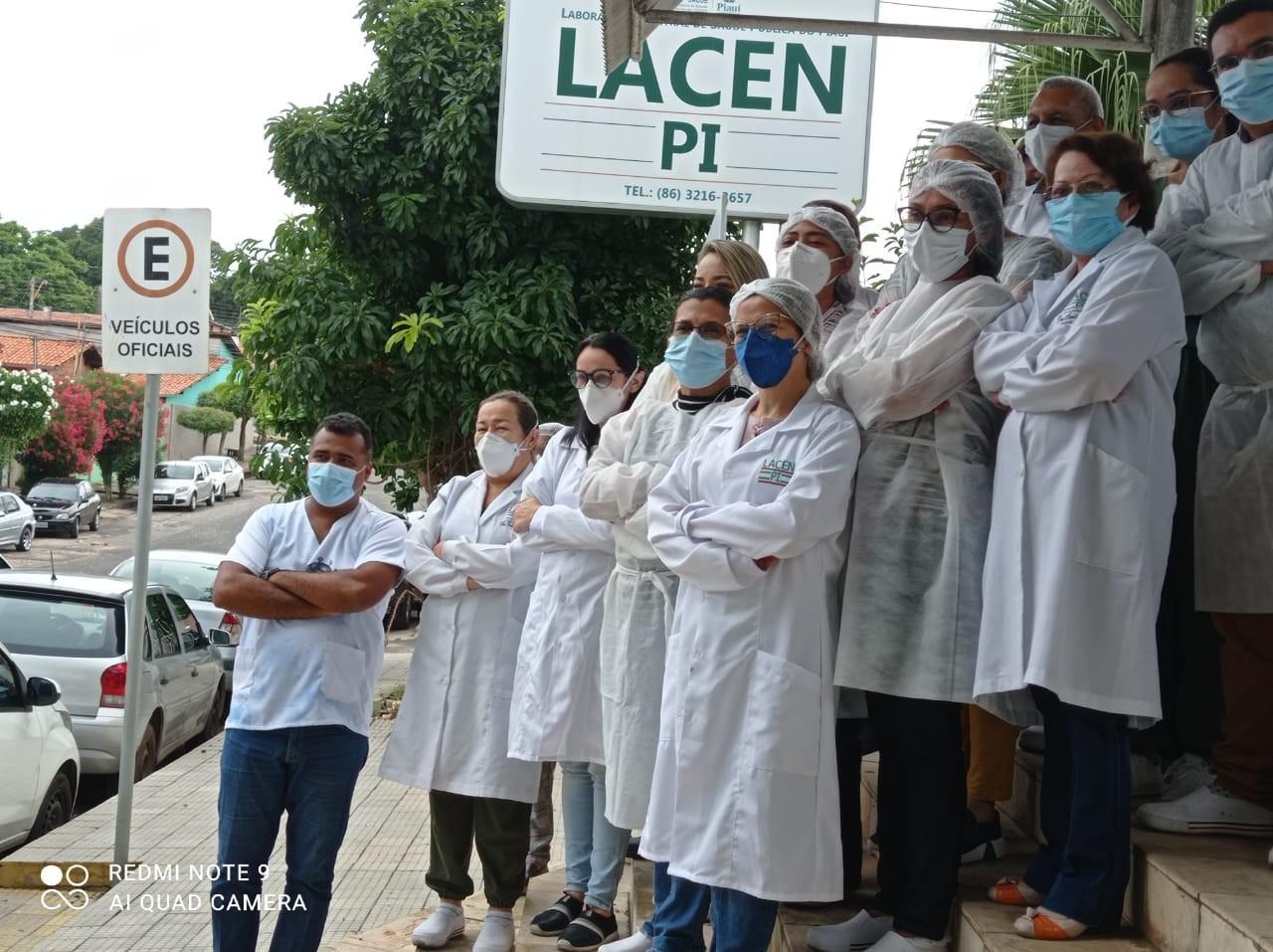 Funcionários do Lacen-PI fazem protesto após ficarem de fora da 1ª fase de vacinação contra Covid-19
