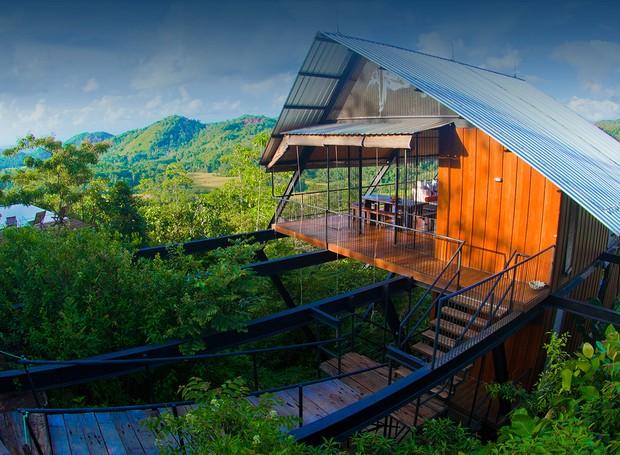 Em meio à floresta tropical, a The Ark se parece muito com uma casa na árvore (Foto: The Ark/ Reprodução)