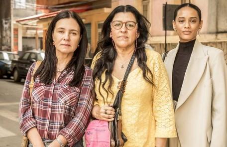 Na segunda-feira (25), Lurdes (Regina Casé) conhecerá Vitória (Taís Araujo) e Thelma (Adriana Esteves) Rede Globo / João Cotta