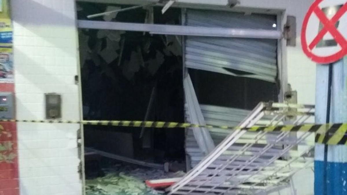 Grupo cerca delegacia e explode caixa eletrônico de banco em Baía da Traição, PB