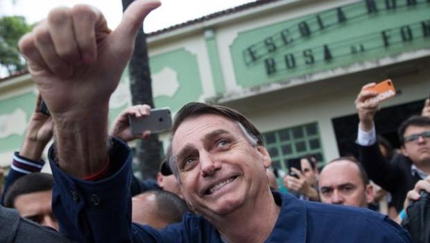 Bolsonaro diz que foco de investimentos deve ir do ensino superior para o fundamental e técnico (Foto: Fernando Souza/AFP/BBC News Brasil)