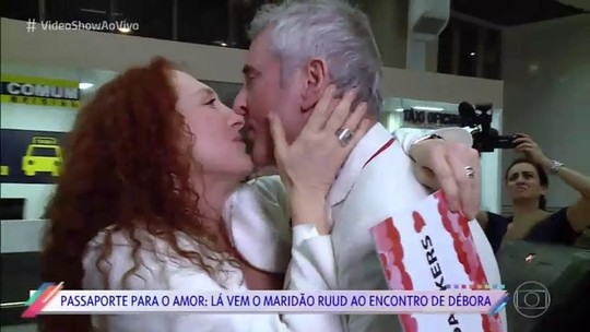 Débora Olivieri faz surpresa para o marido holandês no aeroporto