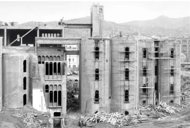 Fábrica de cimento,  Sant Just Desvern, na Espanha, completada em 1921 e abandonada em 1968. (Foto: Ricardo Bofill Taller De Arquitectura/ Phaidon/ Reprodução)