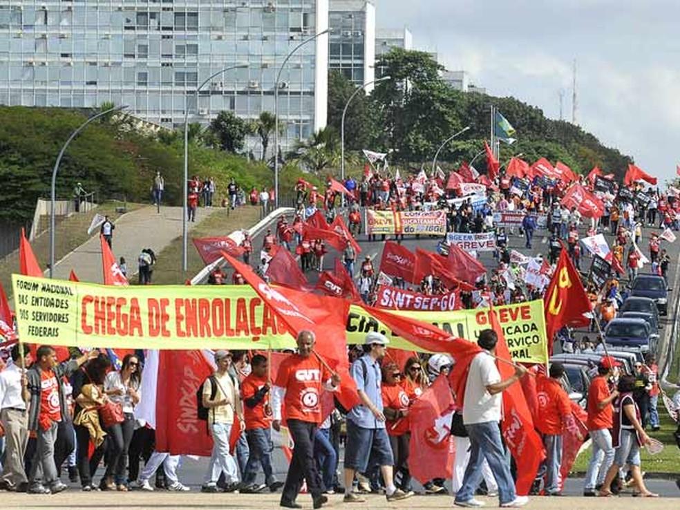 Manifestação de servidores públicos em 2016 na Esplanada dos Ministérios, em Brasília — Foto: Antonio Cruz/ABr
