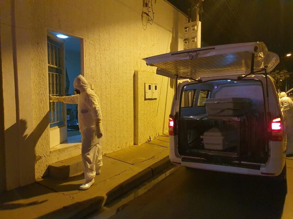 Corpo do uruguaio que estaria com Covid-19 foi removido de casa em Várzea Grande — Foto: Guarda Municipal de Várzea Grande