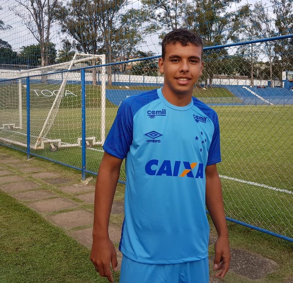 Atacante explicou o apelido que utiliza no Cruzeiro, dado por um colega do pai (Foto: Gabriel Duarte)