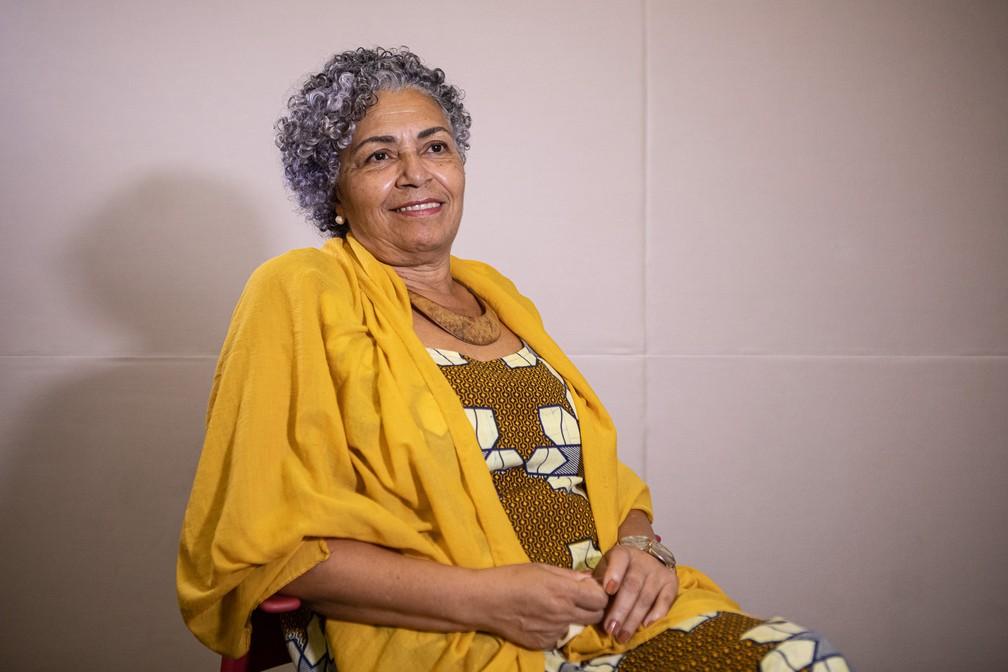 A sergipana Dida Dias, de 63 anos, já tinha 30 anos quando passou a se autodeclarar como uma mulher negra — Foto: Fabio Tito/G1