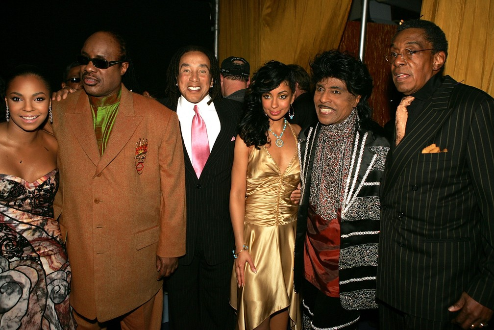 Ashanti, Stevie Wonder, Smokey Robinson, Mya, Little Richard e Don Cornelius participam da premiação TV Land Awards, em Santa Monica, na Califórnia. Foto de março de 2005 — Foto: Kevin Winter/Getty Images North America/Getty Images via AFP/Arquivo
