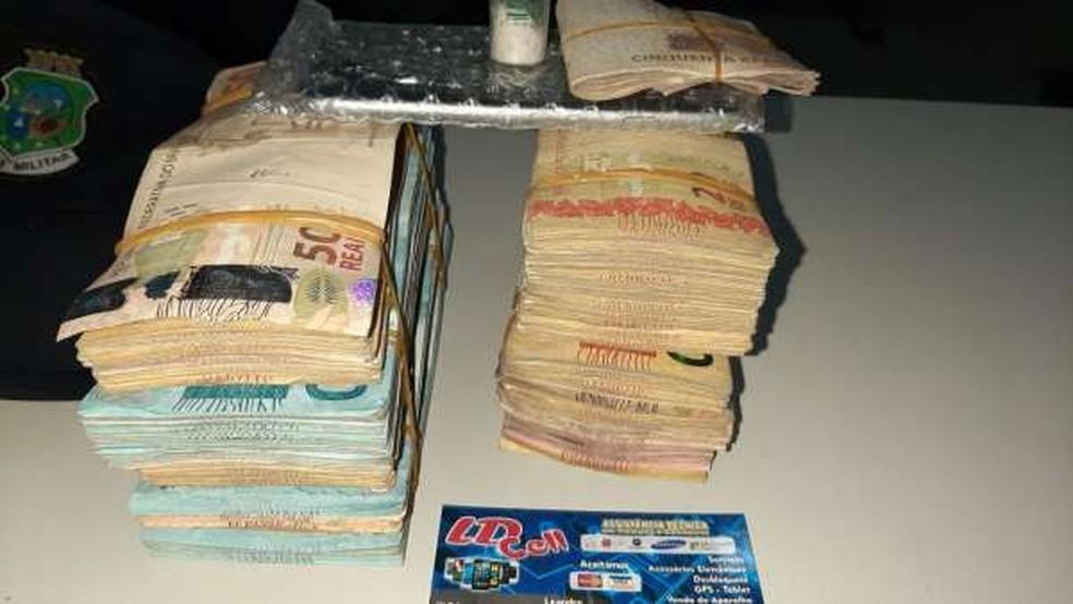 Dinheiro furtado de loja durante a madrugada foi recuperado pela Polícia Militar em Fortaleza — Foto: Polícia Militar