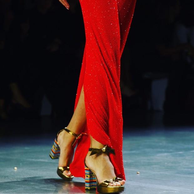 Sapatos Alexandre Birman no desfile de Naeem Khan (Foto: divulgação)