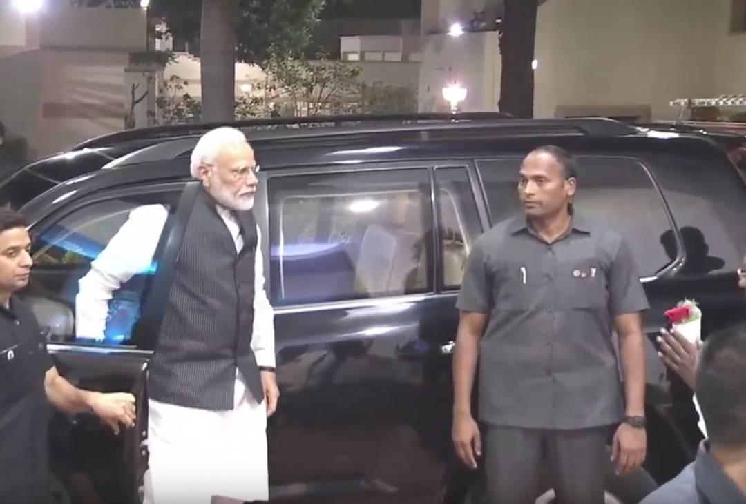 Primeiro-ministro Narendra Modi acompanha pouso de sonda indiana na Lua.