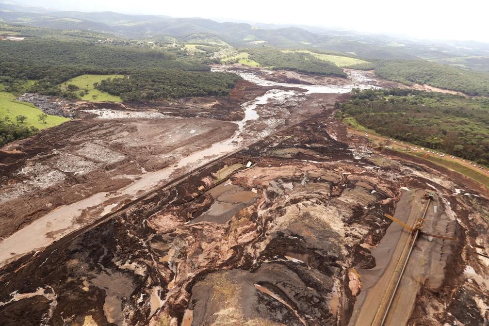 Vista aérea da destruição causada pelo rompimento da barragem da Vale em Brumadinho. — Foto: André Penner/AP