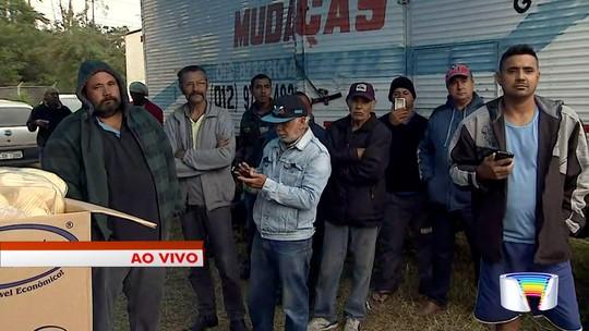 Caminhoneiros rejeitam proposta de acordo do governo e mantêm paralisação no Vale do Paraíba