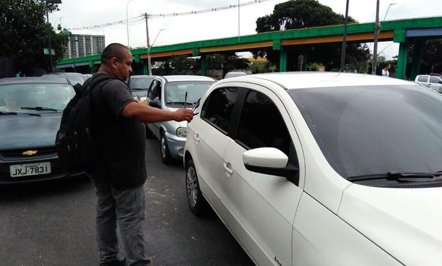 Francinaldo Cardoso fatura vendendo canetas para esquecidos